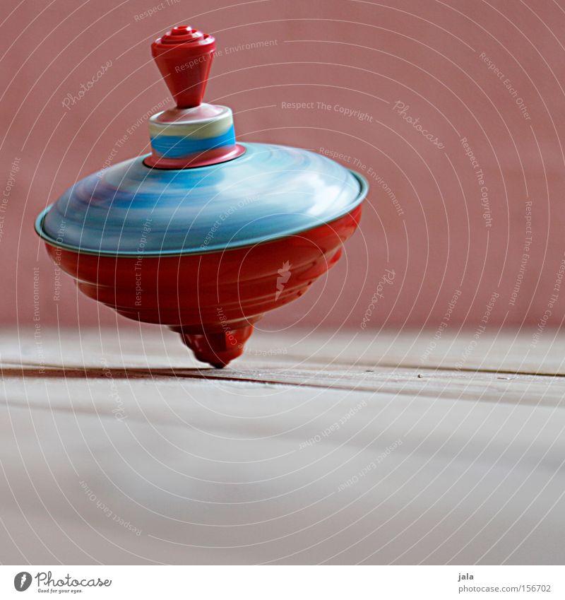 Dreh' dich... dreh' dich... Tanzen Zufriedenheit drehen Drehung Kreisel Holzfußboden Farbe rot mehrfarbig Blech Spielzeug Bewegung Wand Freude Kinderzimmer