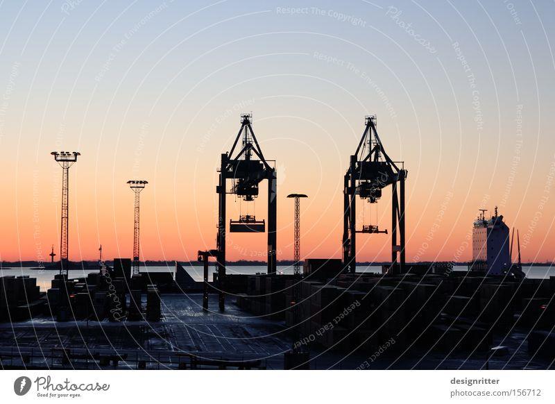 einschiffen Hafen Containerterminal Bremerhaven Kran Wasserfahrzeug Containerschiff Ware Wirtschaft Wirtschaftskrise Handel Güterverkehr & Logistik transfair