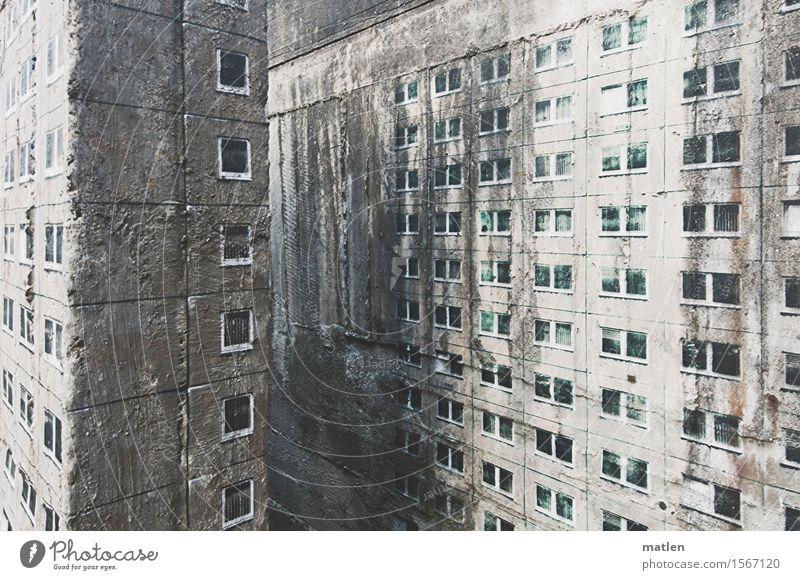 Innenstadtverdichtung Menschenleer Haus Hochhaus Mauer Wand Fassade Fenster dunkel grau weiß Beleuchtung Dekoration & Verzierung Betonklotz evoltaste Farbfoto