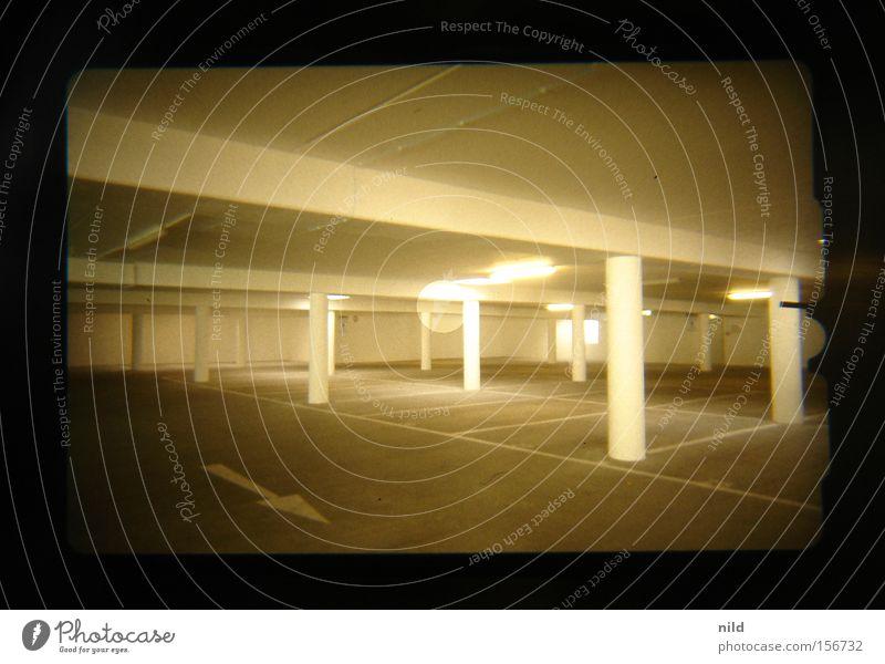 Tiefgarage (analog-digital) Raum leer Verkehrswege Parkplatz parken Garage Ausfahrt Frauenparkplatz