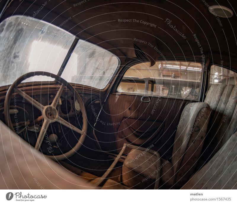 limousine Verkehrsmittel Autofahren PKW Limousine alt historisch braun grau Nostalgie Oldtimer Lenker Sitz Cockpit staubig Farbfoto Gedeckte Farben