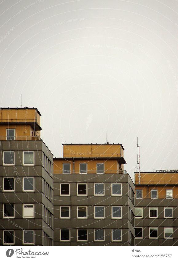 Hamburger Einerlei Himmel Haus Wand Fenster grau Stein Mauer Architektur Beton Hochhaus 3 Macht trist Dach Reihe diagonal