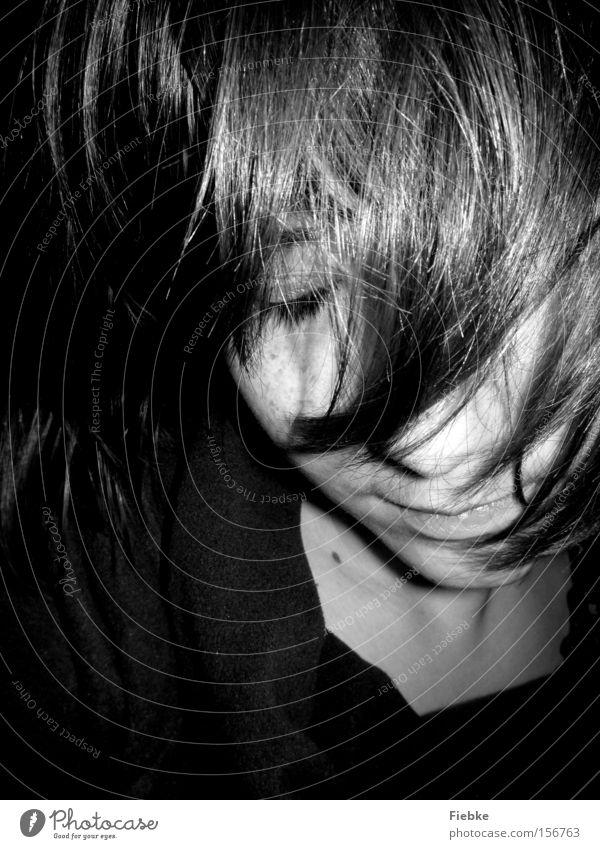 vergessen Frau Gesicht Auge Porträt träumen Gedanke Denken verstecken Verdrängung Trauer Desaster Schicksal Entscheidung unsicher ruhig Verzweiflung