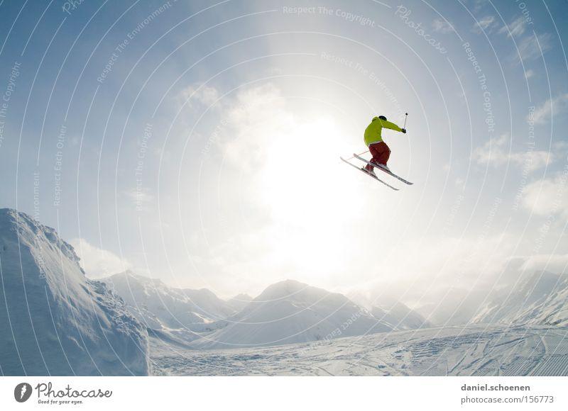 gute Krankenversicherung ! Winter Wintersport Wolken Berge u. Gebirge Schnee Aktion Skifahren Sonnenstrahlen springen fliegen extrem hoch weit Funpark