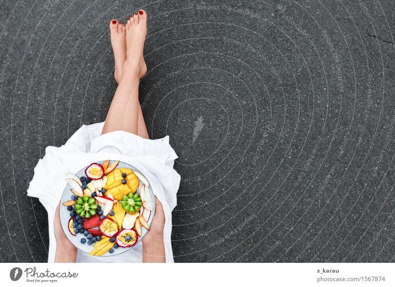 Obsttag Mensch Farbe Gesunde Ernährung Essen feminin Gesundheit Glück Beine Lebensmittel Frucht frisch Orange genießen Kleid Bioprodukte