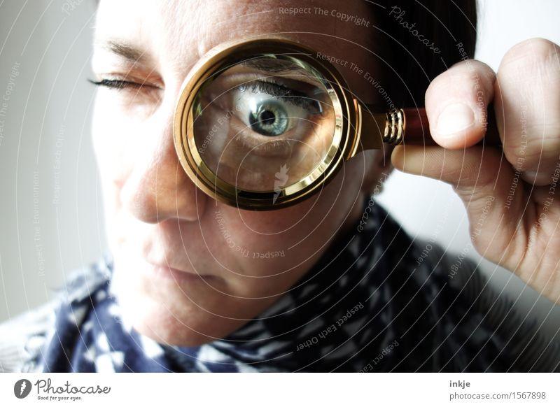 soso Mensch Frau Gesicht Erwachsene Auge Leben lustig Lifestyle Schule Freizeit & Hobby verrückt lernen Finger beobachten rund Neugier