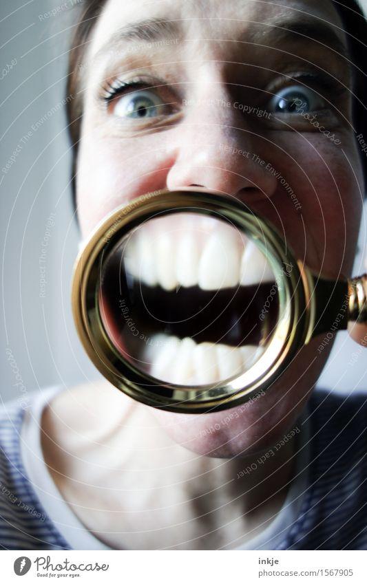 :mrsgreen: Freude Zahnpflege Mundhöhle Gesundheit Frau Erwachsene Leben Gesicht Zähne 1 Mensch Lupe Lächeln lachen Fröhlichkeit lustig nah Sauberkeit weiß