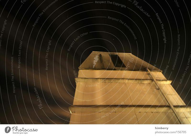 kein haus am see Haus Gebäude Architektur Stern Industrie Industriefotografie gruselig Tor verfallen Eingang Panik Lager Sternenhimmel spionieren Himmelskörper & Weltall