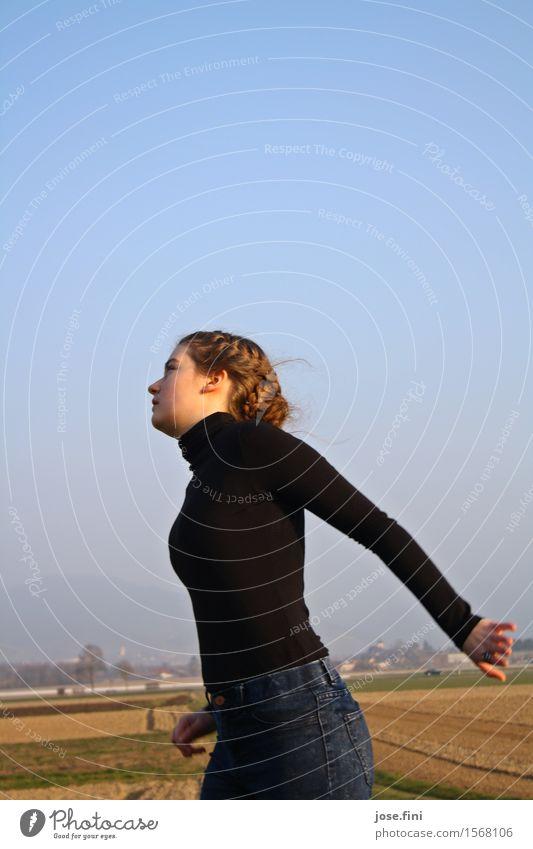 Bewegung im Spiel Lifestyle Freude schön Freizeit & Hobby feminin Mädchen Junge Frau Jugendliche Kunst Tanzen Tänzer Natur Wolkenloser Himmel Schönes Wetter