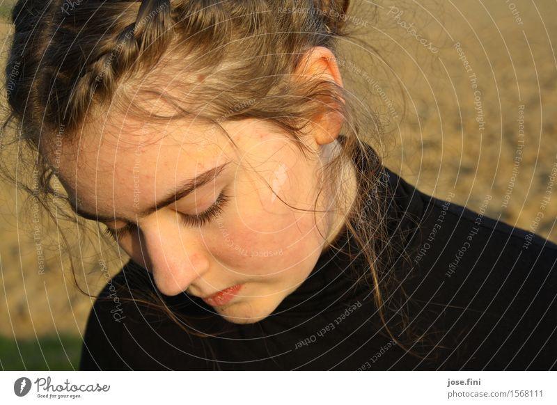 Auszeit/Sonnenzeit Lifestyle schön Haut Mädchen Junge Frau Jugendliche Natur Schönes Wetter beobachten Denken träumen Traurigkeit natürlich Gefühle