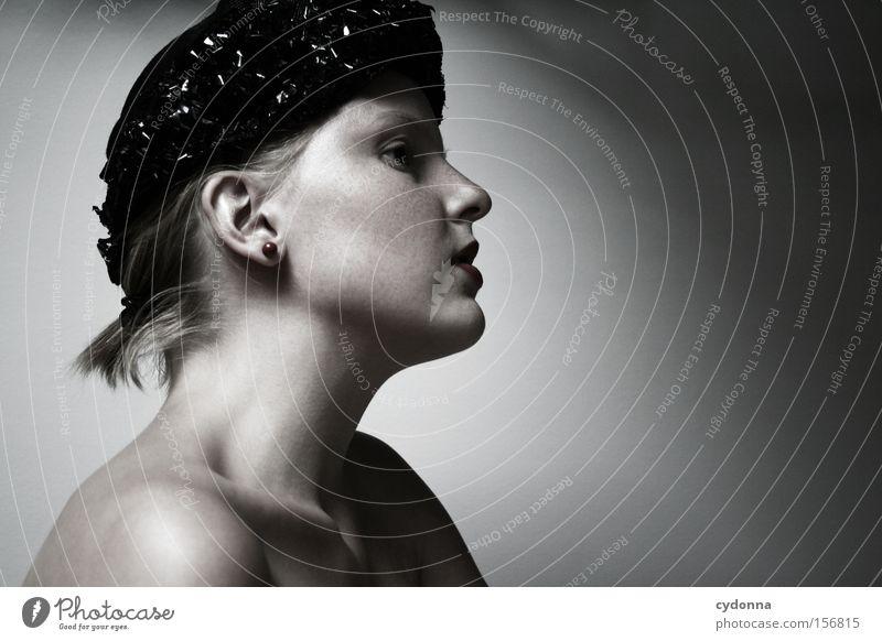 Gedankenlos Frau Mensch schön ruhig feminin Gefühle Kopf ästhetisch retro Sehnsucht Hut Gedanke klassisch