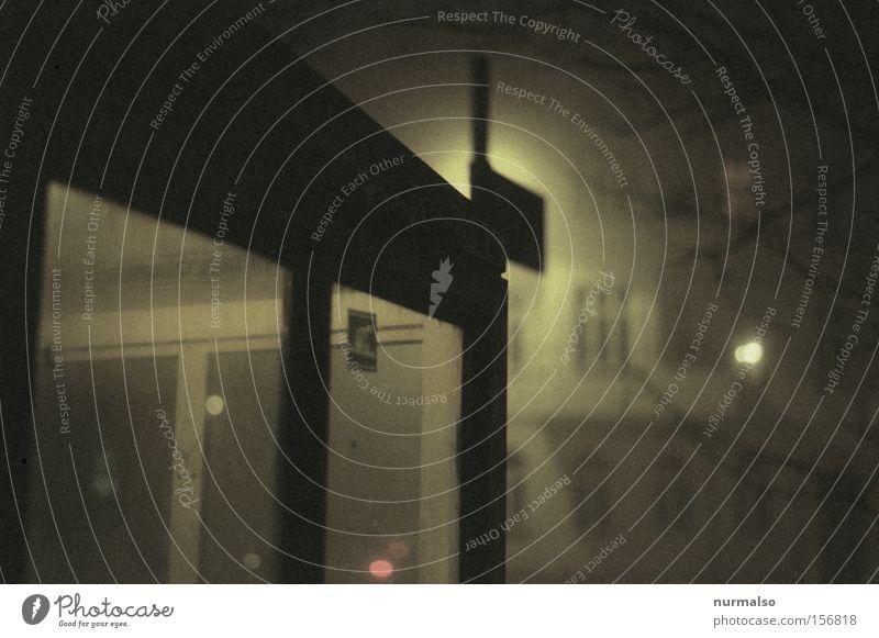 Mystic Box Nebel Nacht kalt Telefonzelle Stadt gruselig Kriminalroman Angst Filmindustrie unheimlich Laterne Station Haltestelle Potsdam Winter Fenster
