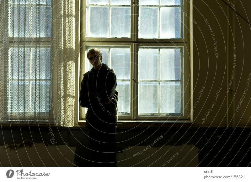 the opposite pt.3 Mensch Einsamkeit Fenster dreckig Glas Aussicht beobachten verfallen schäbig Vorhang Fensterscheibe Gesprächspartner
