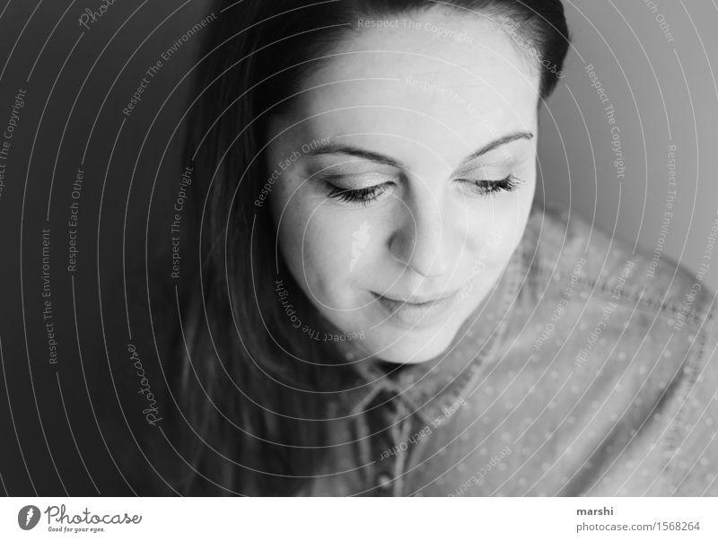 lächelnd elegant Stil Freude Glück schön Mensch feminin Junge Frau Jugendliche Erwachsene Kopf Haare & Frisuren 1 30-45 Jahre Accessoire brünett langhaarig