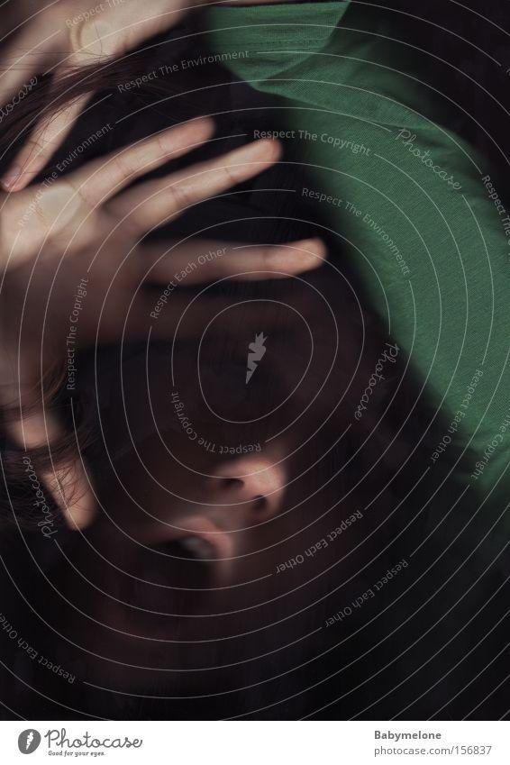 grüner Untergang Frau Hand Gesicht Angst schreien Verzweiflung Panik untergehen Hilferuf notleidend stumm erfassen