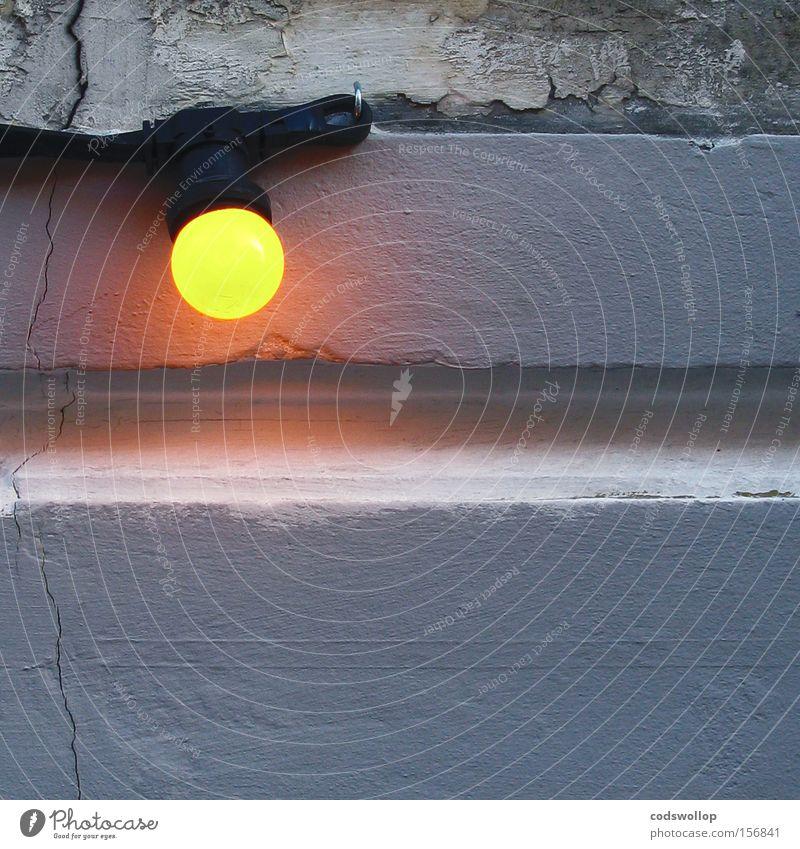 glimmentladung alt Wand grau Wärme Lampe orange Feste & Feiern Energie neu Elektrizität Dekoration & Verzierung Glühbirne glühen