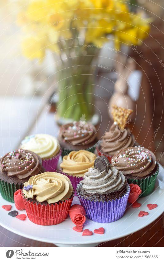Acht süße Cupcakes auf einem Teller Liebe Party frisch Geburtstag Herz Kochen & Garen & Backen Süßwaren Kuchen Dessert Valentinstag Plätzchen Konfekt Bäckerei