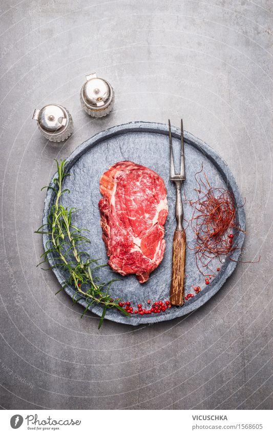Ribeye Steak roh mit Gewürzen Gesunde Ernährung rot Leben Essen Foodfotografie Stil Lebensmittel Party Design Tisch Kräuter & Gewürze Küche Bioprodukte