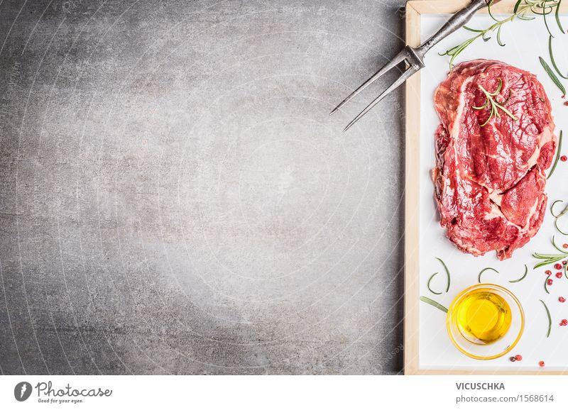 Steak mit Fleischgabel , Öl und Kräutern Gesunde Ernährung Essen Foodfotografie Stil Hintergrundbild Lebensmittel Party Stein Design Tisch Kräuter & Gewürze