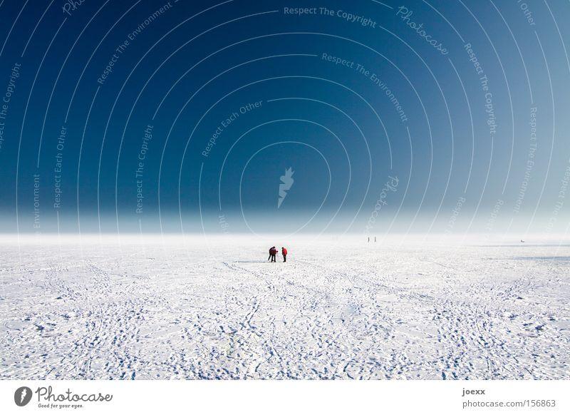 Unendliche Weiten Eis Eisfläche Polarmeer Expedition flach fremd hilflos Himmel Horizont Mensch Planet Schnee Spuren Unendlichkeit Ferne