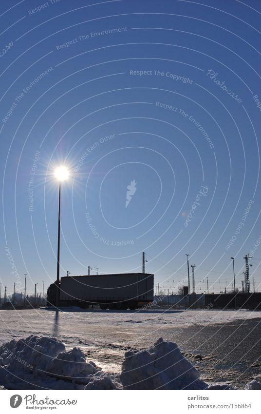 Solarleuchte Winter Arbeit & Erwerbstätigkeit Verkehr Güterverkehr & Logistik Pause Lastwagen Parkplatz Container Spedition Versand Versorgung Platz Fernfahrer