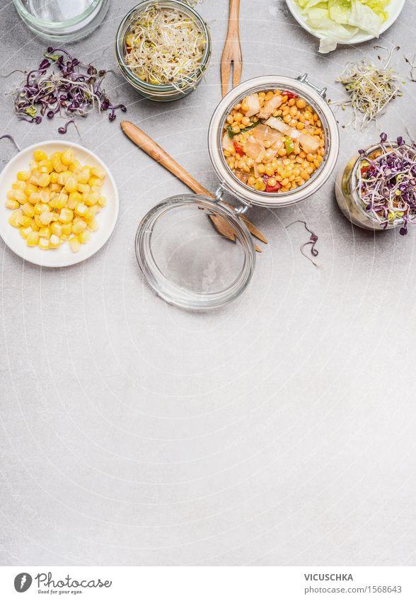 Salate in Gläser und Gemüse Zutaten Sommer Gesunde Ernährung gelb Leben Stil Lifestyle Lebensmittel Party rosa Design Glas Tisch Kräuter & Gewürze Küche