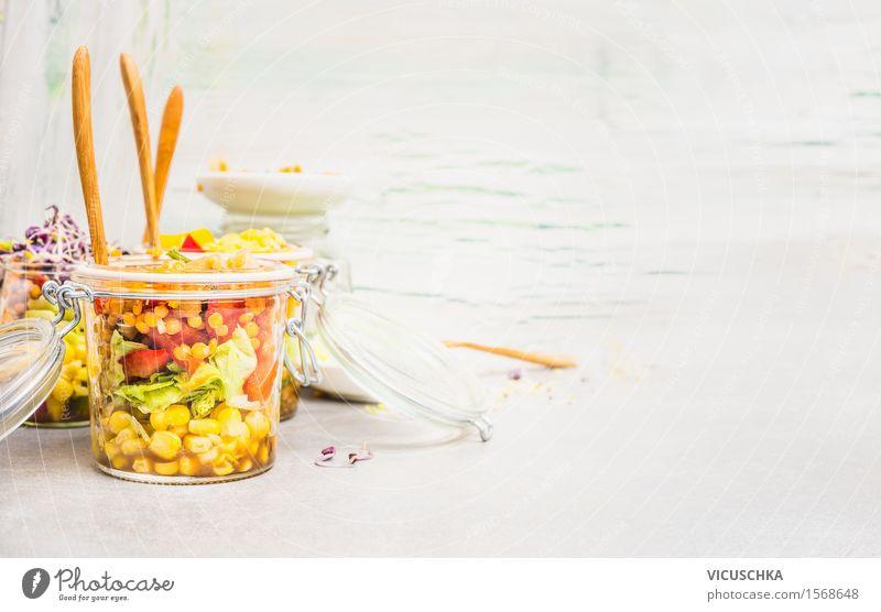 Gemüse Salat im Glas. Lebensmittel Salatbeilage Kräuter & Gewürze Öl Ernährung Mittagessen Bioprodukte Vegetarische Ernährung Diät Gabel Stil Gesunde Ernährung
