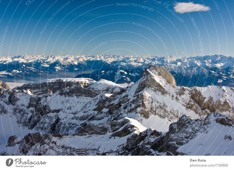 Am Weitesten. Freude Winter ruhig Lampe kalt Schnee Berge u. Gebirge Freiheit Eis Zufriedenheit Beleuchtung klein groß Horizont Frost offen