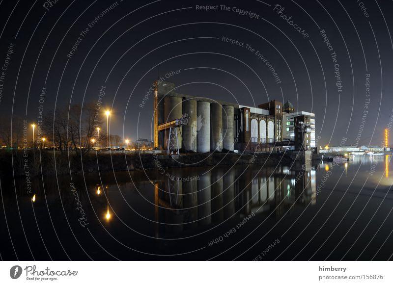 industriespiegel Architektur Industrie Industriefotografie Fabrik Hafen Skyline Silo Produktion Schichtarbeit Industrielandschaft Wasserspiegelung