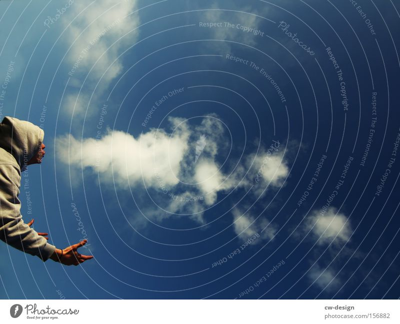 MAL WIEDER RICHTIG DAMPF ABLASSEN Mensch Mann Jugendliche Himmel weiß blau Wolken Kopf Mund Erwachsene maskulin Nase Rauchen Umweltverschmutzung blasen