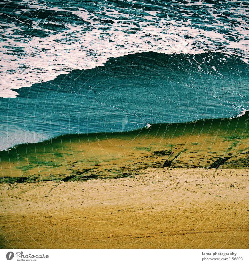 true blue Strand Küste Meer Wellen Gischt Sand Sturm Unwetter Brandung Wolken Himmel Gezeiten Urelemente Wasser optische täuschung