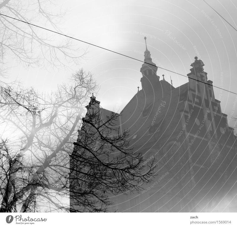Remix | Bonjour Tristesse Himmel Wolken Pflanze Baum Berlin Köpenick Kleinstadt Stadt Altstadt Menschenleer Haus Traumhaus Platz Rathaus Turm Bauwerk