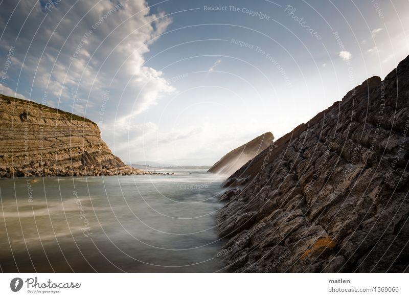 Fronten Natur Landschaft Urelemente Wasser Himmel Wolken Gewitterwolken Horizont Sommer Klima Wetter Felsen Wellen Küste Bucht Riff Meer außergewöhnlich eckig