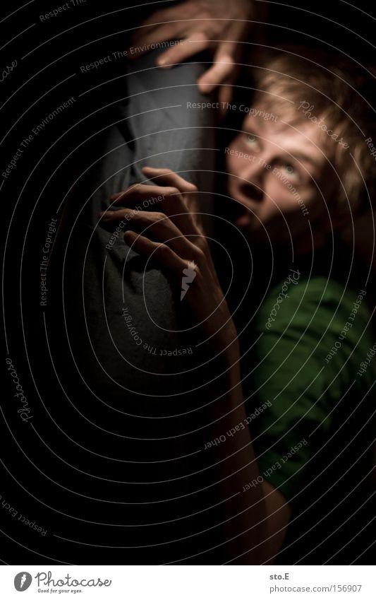 fear Mensch Porträt Mann Hand Krallen Gesicht Bett Wut Schmerz dunkel Angst Panik Unschärfe