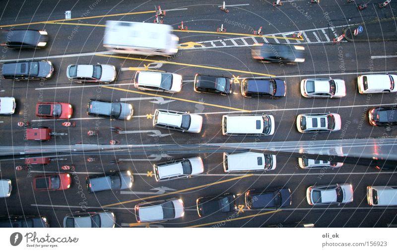 Stau Straße PKW Umweltverschmutzung Verkehr KFZ Güterverkehr & Logistik Baustelle Reflexion & Spiegelung einzigartig Abgas Bildung Straßenkreuzung Verkehrsstau