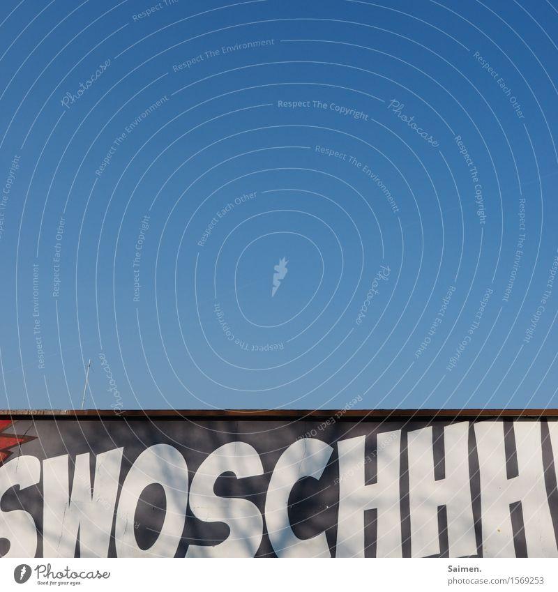 swoschhhhhhhhhhh... Himmel Wolkenloser Himmel Schönes Wetter Mauer Wand Fassade blau Schriftzeichen Buchstaben Basketball Farbfoto mehrfarbig Außenaufnahme