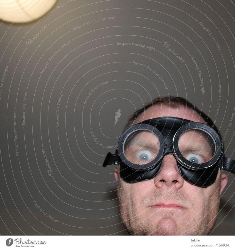 ANGRY Mensch Mann Gesicht Erwachsene Auge Gefühle Lampe außergewöhnlich warten maskulin Lifestyle Brille bedrohlich Wut skurril bizarr