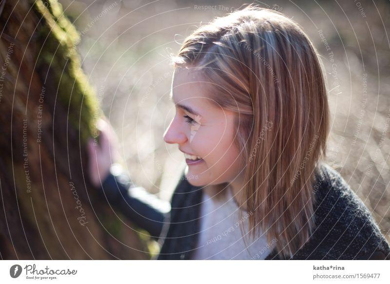 Frühling . iv maskulin 1 Mensch 18-30 Jahre Jugendliche Erwachsene Natur Baum Gras brünett entdecken Lächeln Freundlichkeit Fröhlichkeit frisch schön braun