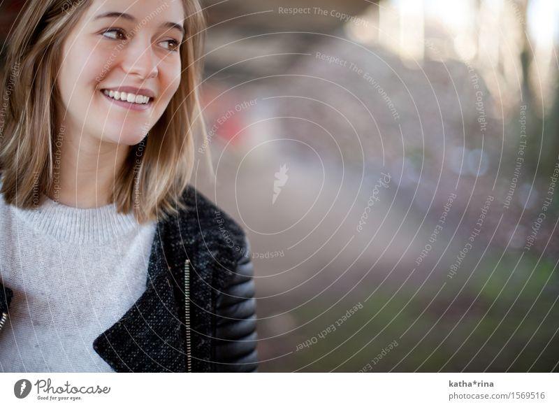 Rehbraun . Stil Freude schön Mensch feminin Junge Frau Jugendliche 1 18-30 Jahre Erwachsene brünett langhaarig frech Fröhlichkeit trendy selbstbewußt Leben