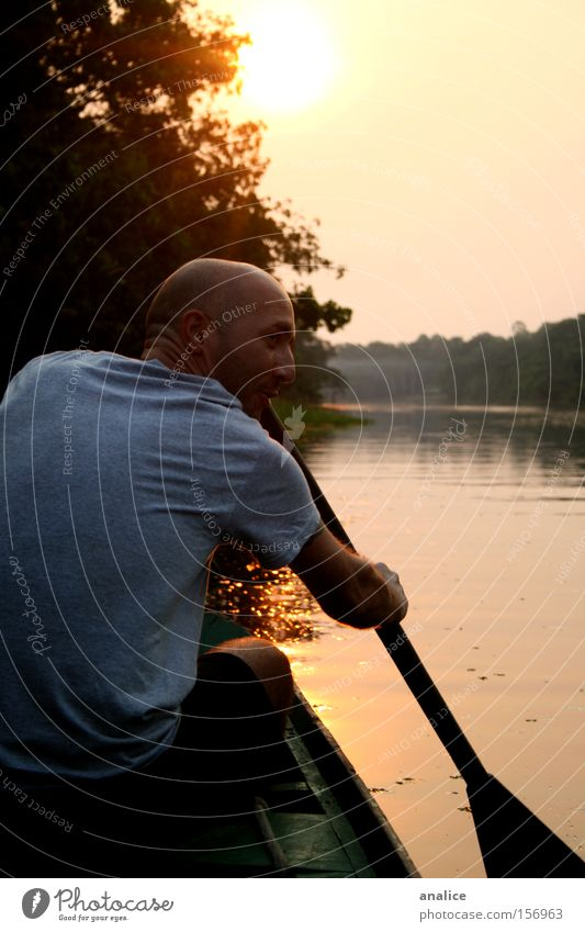 venezianisches Blut Sonne Sport Wassersport maskulin Mann Erwachsene Rücken 1 Mensch Natur Sonnenaufgang Sonnenuntergang Wald Fluss Verkehr Schifffahrt