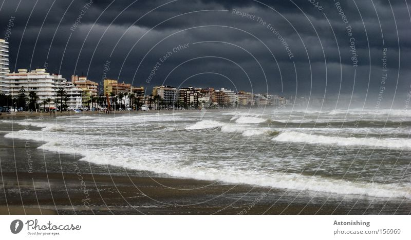 WELTUNTERGANG Himmel Wasser Stadt Strand Meer dunkel grau Stimmung Regen Wetter Wellen Angst Hochhaus Zukunft bedrohlich Sturm