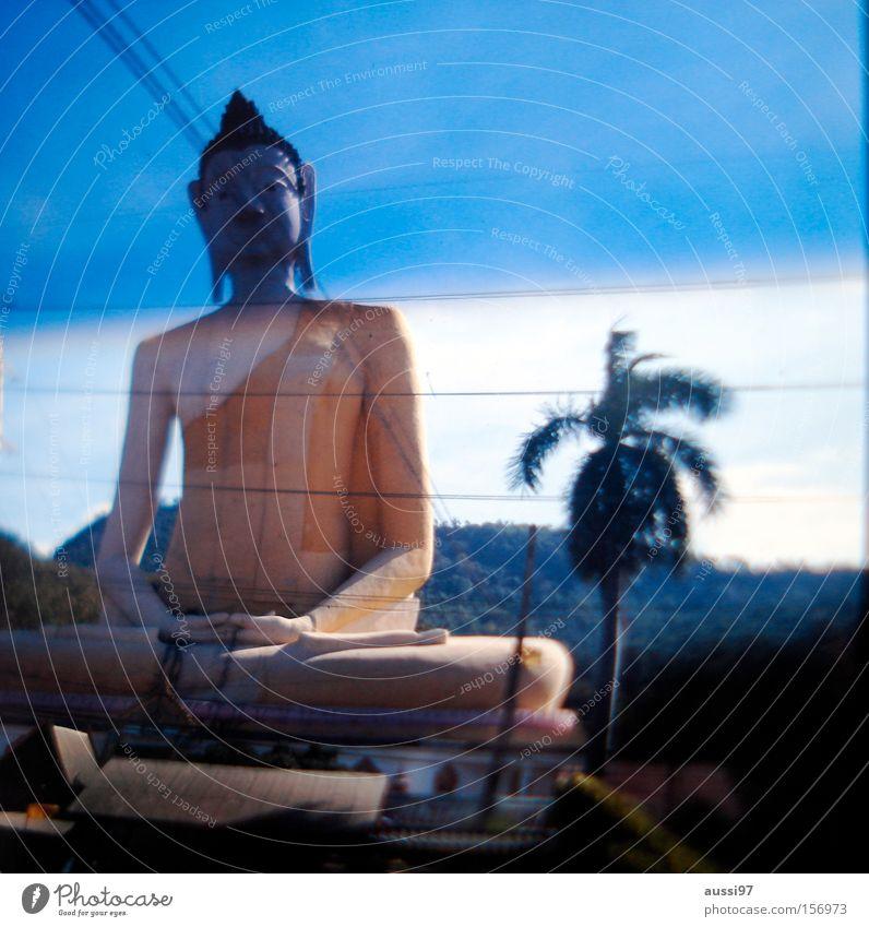 Sit in verwaschen Unschärfe verraucht Räucherstäbchen Asien Rauschmittel Buddha Gebet Frieden Götter Mönch Meditation Statue