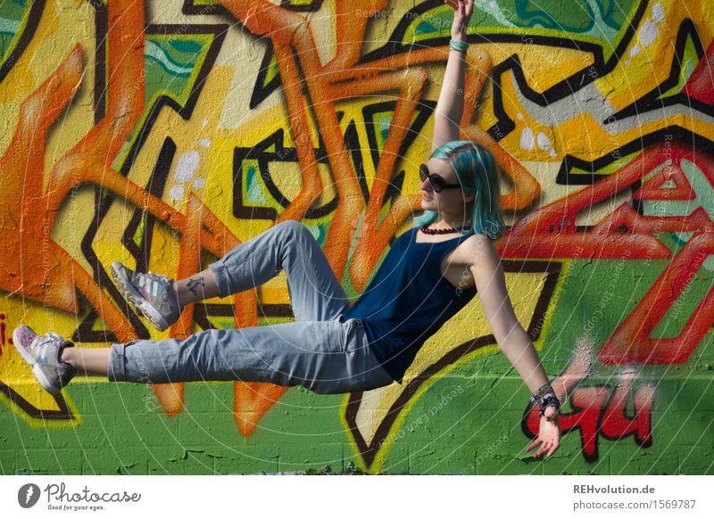 """"""" Ich war die jüngste beim Schwebemarathon"""" Mensch Jugendliche Junge Frau Freude 18-30 Jahre Erwachsene Graffiti Bewegung Stil Kunst außergewöhnlich fliegen"""