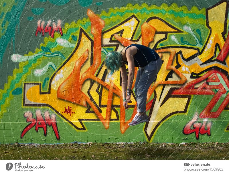 """""""Möchten Sie, daß wir etwas Außerirdisches integrieren?"""" Mensch Jugendliche Stadt Farbe Junge Frau 18-30 Jahre Erwachsene Graffiti feminin Kunst außergewöhnlich"""