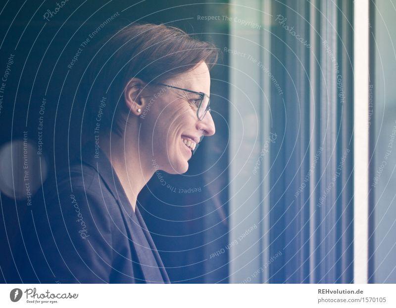 ausblick Mensch Jugendliche Junge Frau 18-30 Jahre Erwachsene feminin Business Zufriedenheit modern Erfolg Fröhlichkeit Lächeln lernen Lebensfreude Idee Studium