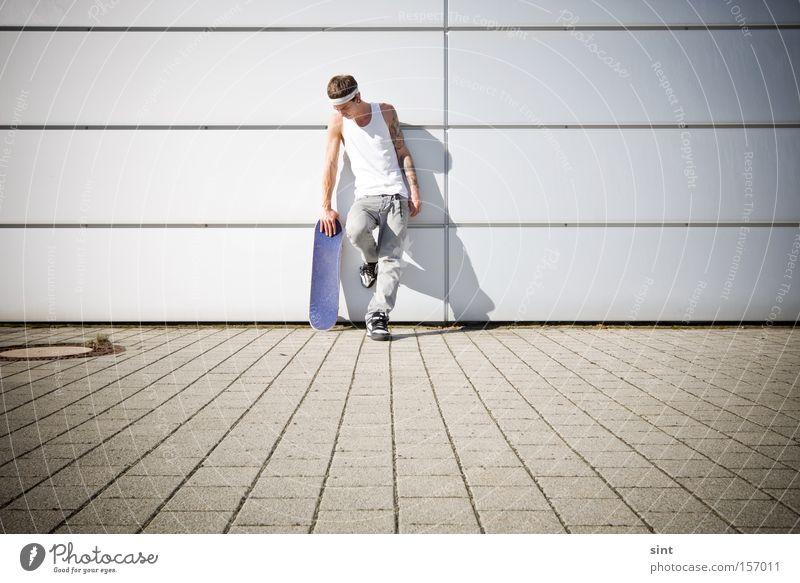 pausieren Jugendliche Funsport skaten Skateboard Skateboarderin Ruhe ausruhen entspannen stehen beton jugend jugendlich Sport Sommer