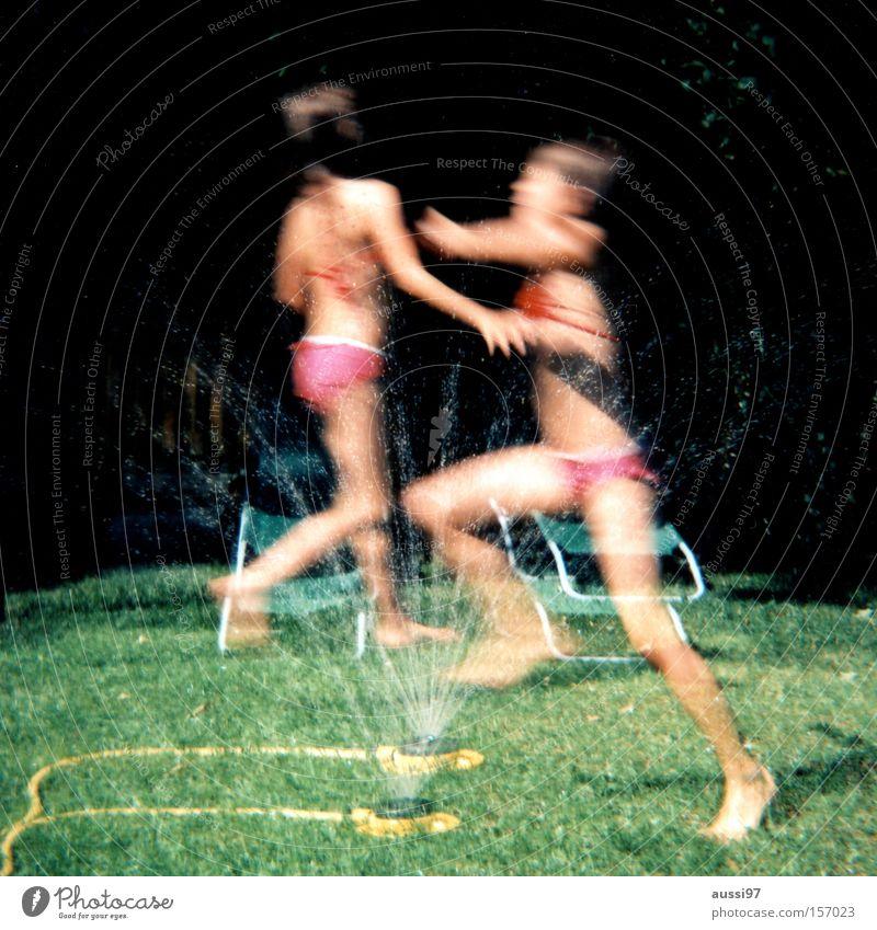 Sommer ist morgen wieder Kind Ferien & Urlaub & Reisen analog Doppelbelichtung Mittelformat Lomografie Rollfilm Sommerferien Gartenschlauch Rasensprenger