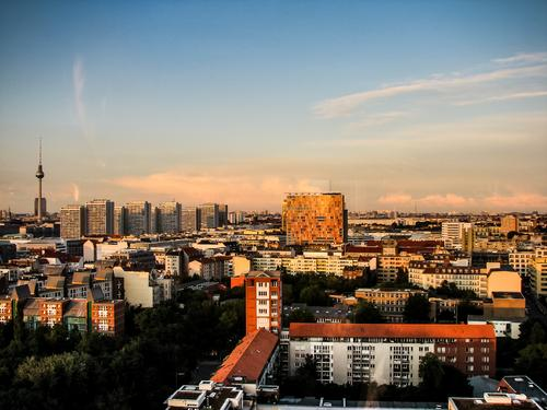 Berliner Skyline Ferien & Urlaub & Reisen Haus Ferne Architektur Gebäude Tourismus außergewöhnlich Freiheit Ausflug Zufriedenheit Orange authentisch Coolness