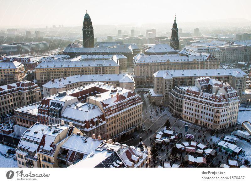 Weihnachtsmarkt in Dresden 2 Ferien & Urlaub & Reisen Tourismus Ausflug Ferne Sightseeing Städtereise Winterurlaub Hauptstadt Stadtzentrum Bauwerk Gebäude