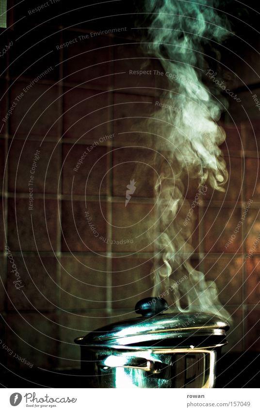 es kocht! Farbfoto Innenaufnahme Textfreiraum links Hintergrund neutral Ernährung Topf Küche kochen & garen Wasserdampf Mahlzeit sieden Feinschmecker Kochbuch